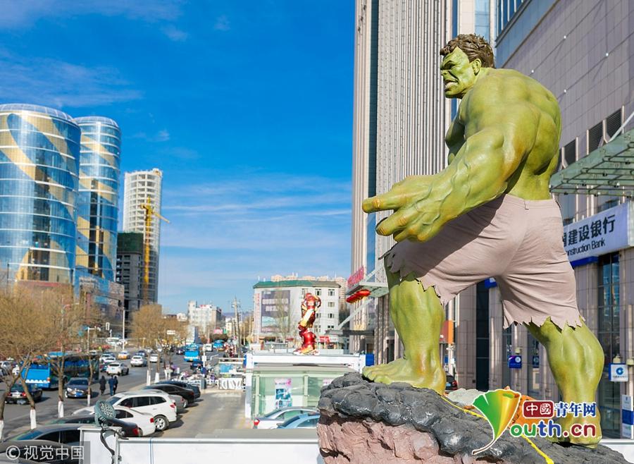 漫威超级英雄现身呼和浩特 爆筋绿巨人高大威猛吸睛