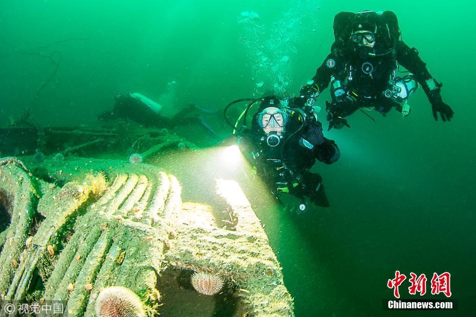 英国80岁老奶奶玩潜水 下潜35米庆生