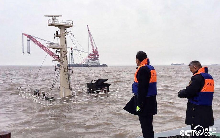 上海吴淞口锚地一船沉没 多人失踪