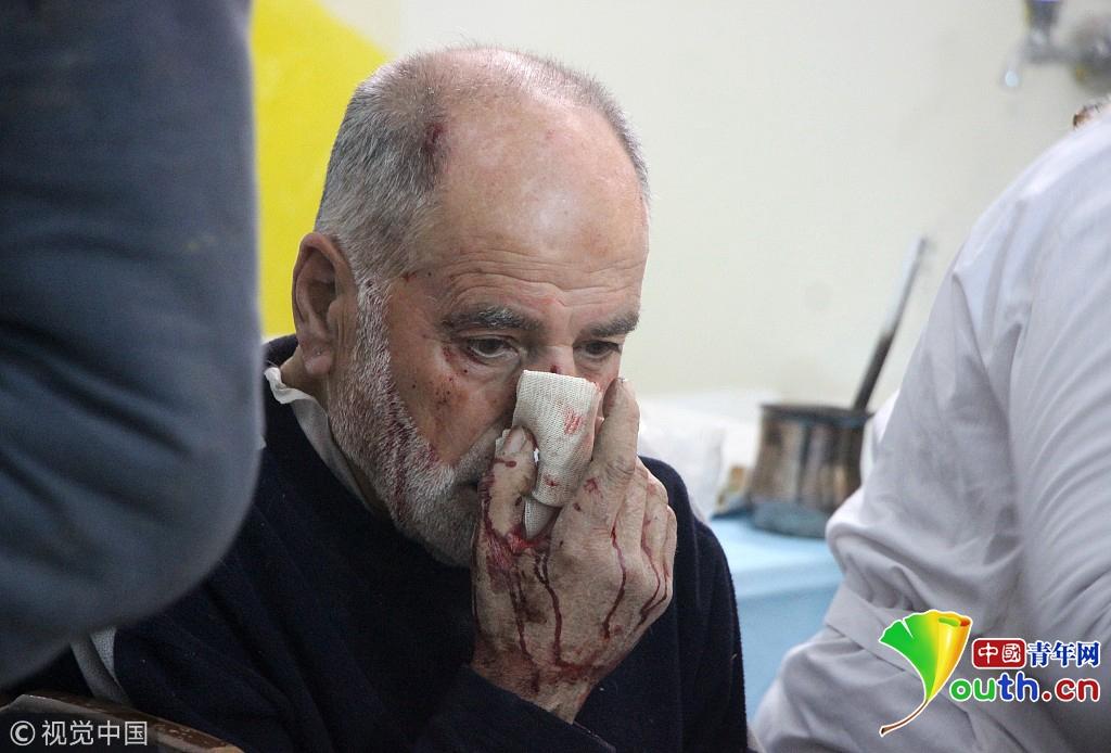 叙利亚伊德利卜遭空袭 造成多名平民受伤