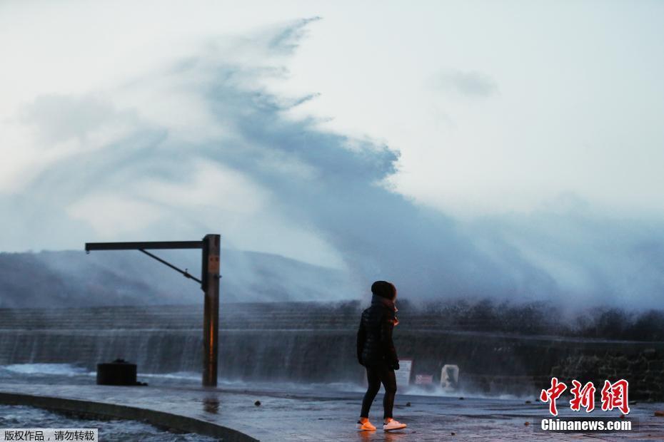 法国遭遇暴风袭击 橙色预警范围扩展至48省