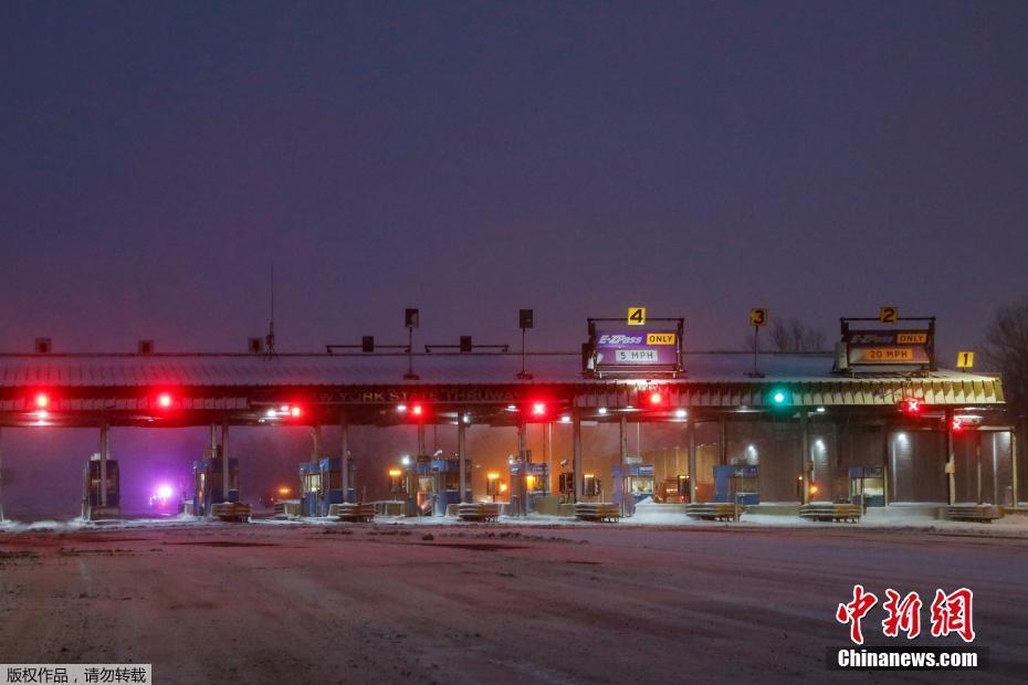 极寒天气横扫美国 暴雪导致高速公路封闭