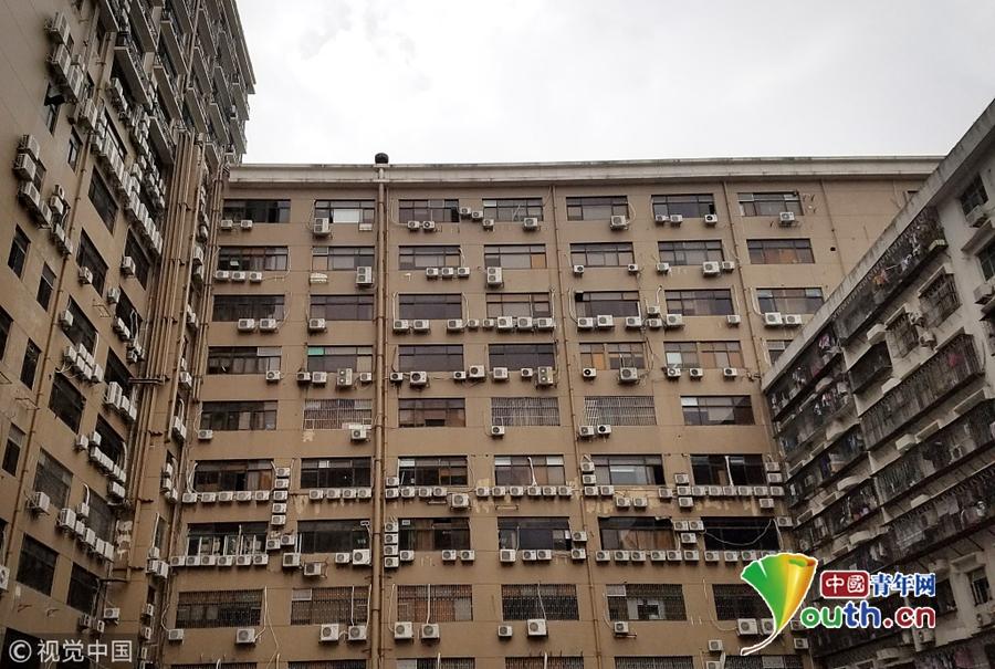 """深圳现""""最牛居民楼"""" 几百台空调密集排列令人眼晕"""