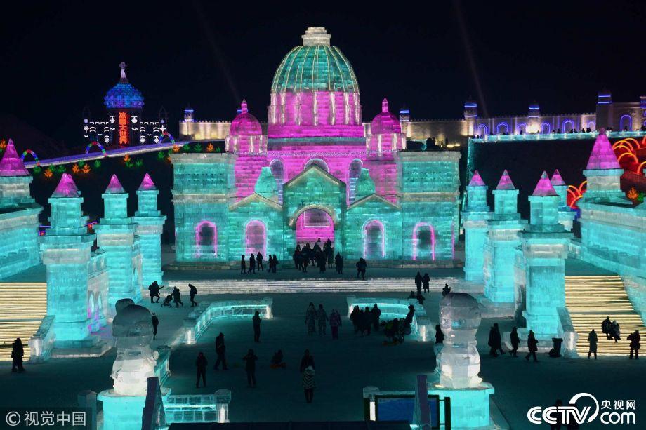 哈尔滨冰雪大世界夜景绚丽 酷似童话世界