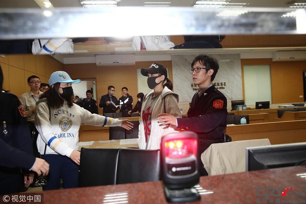 陈乔恩涉酒驾地检署被围堵 憔悴苍白小声道歉:对不起
