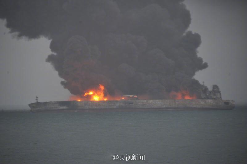 长江口以东轮船相撞事故现场
