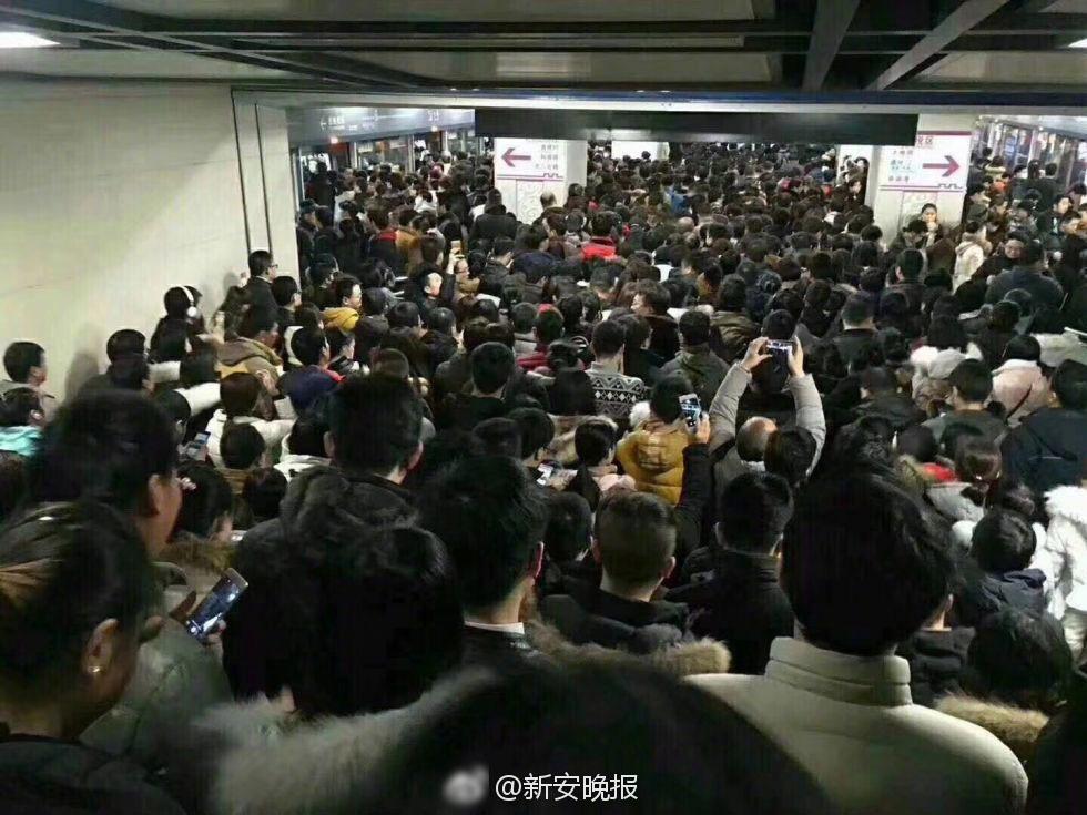 安徽暴雪致地铁客流量猛增