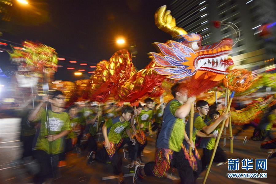 马来西亚举办舞龙挑战赛