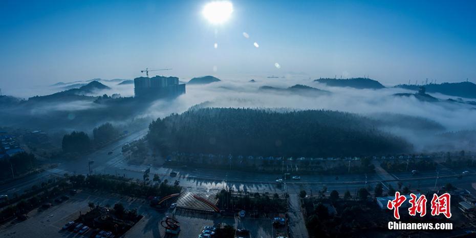 湖南桂阳出现平流雾 古式建筑若隐若现如仙境