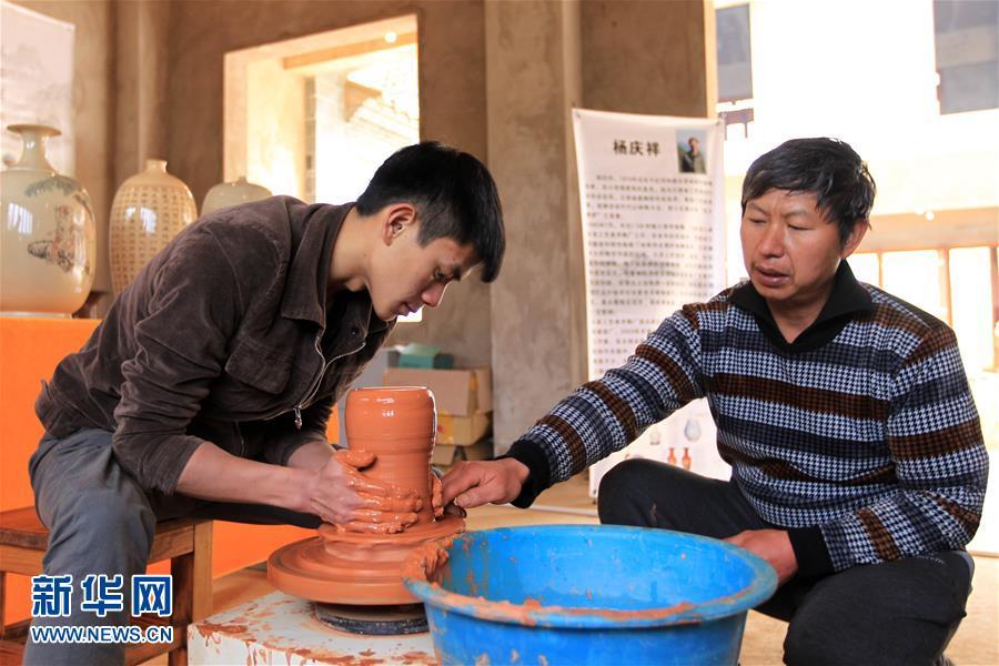 """""""中国名陶之乡""""云南建水:紫陶产业助脱贫增收"""