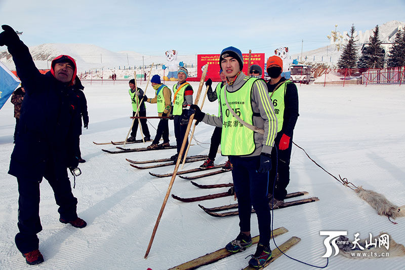 """走进冰雪阿勒泰 感受""""时尚""""古老毛皮滑雪比赛"""