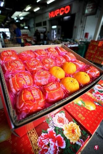 今年的农历新年落在2月,来自各地的年柑有更充足的果熟期,因而会偏甜。(龙国雄摄)