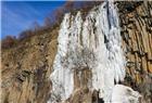 10万年岩柱林现巨大冰瀑