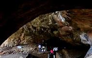"""探秘""""通天洞""""  看四万年前人类的洞穴家园"""