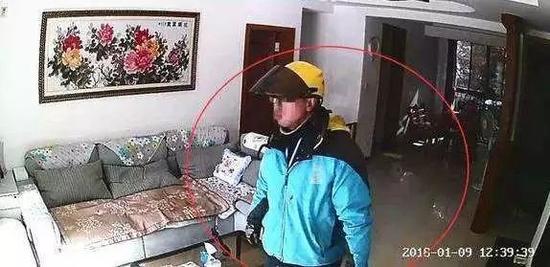 外送员配送时入室盗窃偷高档白酒 3小时后返回擦拭痕迹