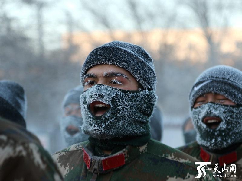 """新疆北部气温达零下27℃ 边防新兵练""""四九"""""""