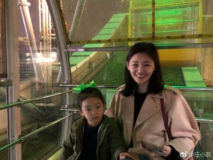 汪小菲带家人坐摩天轮温馨浪漫 大S瘦了又美回来了