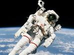 拥抱伟大时代 走好征战太空新航程