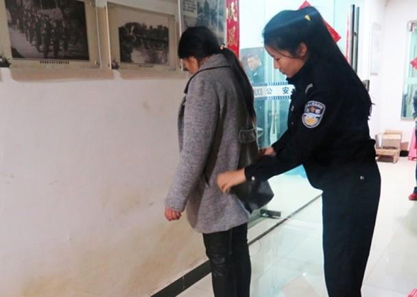 """云南警察解救17""""越南新娘"""" 拘留60人"""