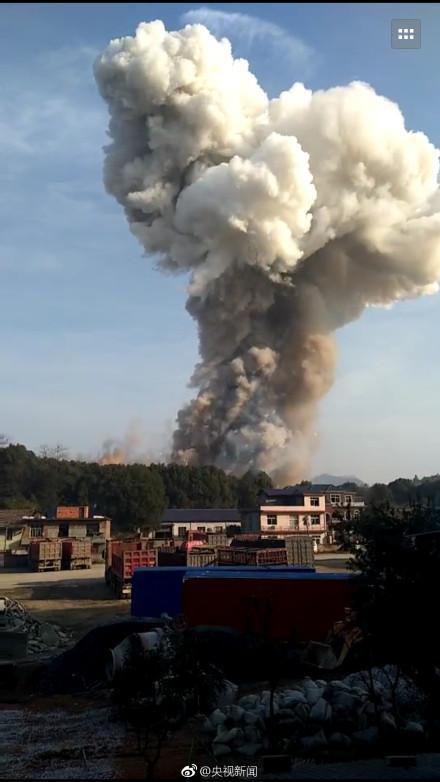 江西花炮厂发生燃爆 现巨大蘑菇云