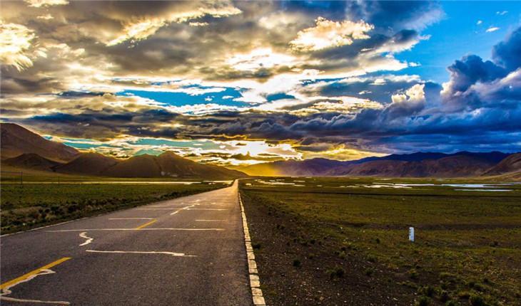 高原藏区:铺下的是路 通达的是福
