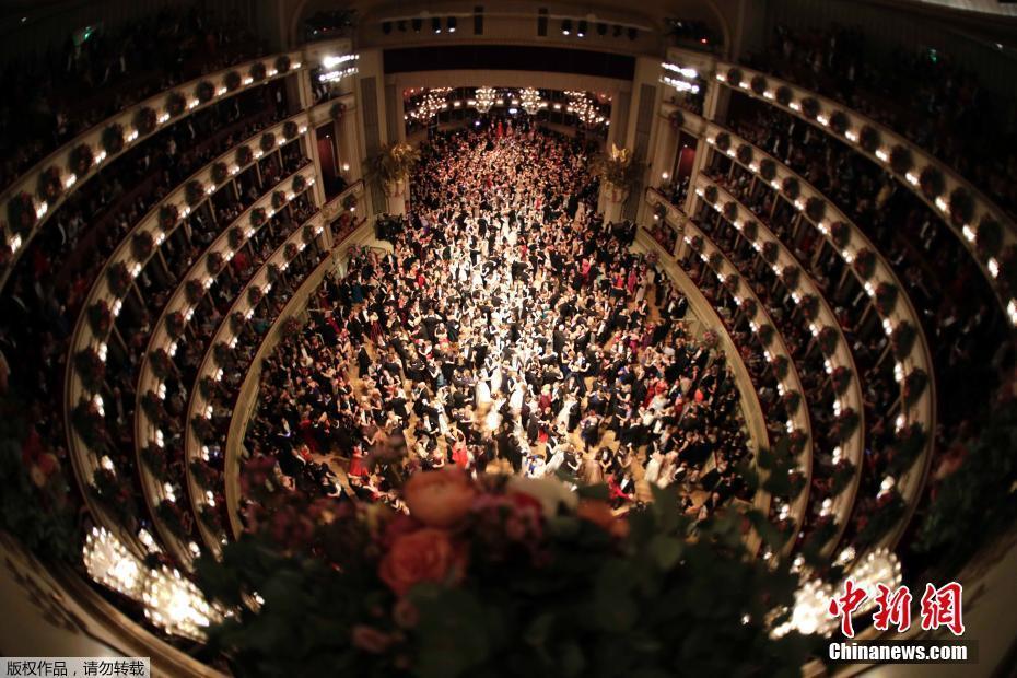 第62届维也纳歌剧院舞会开幕 场面宏大奢华