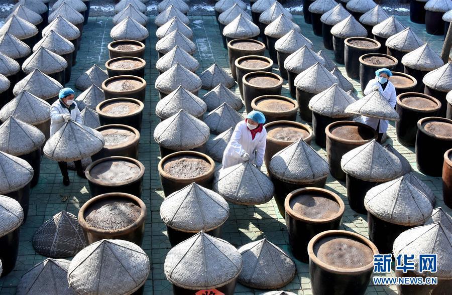 山东沂源:传统老酱油 年节溢醇香