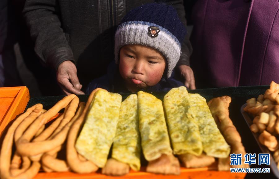 传统馒头年味足:青海土族群众喜迎小年