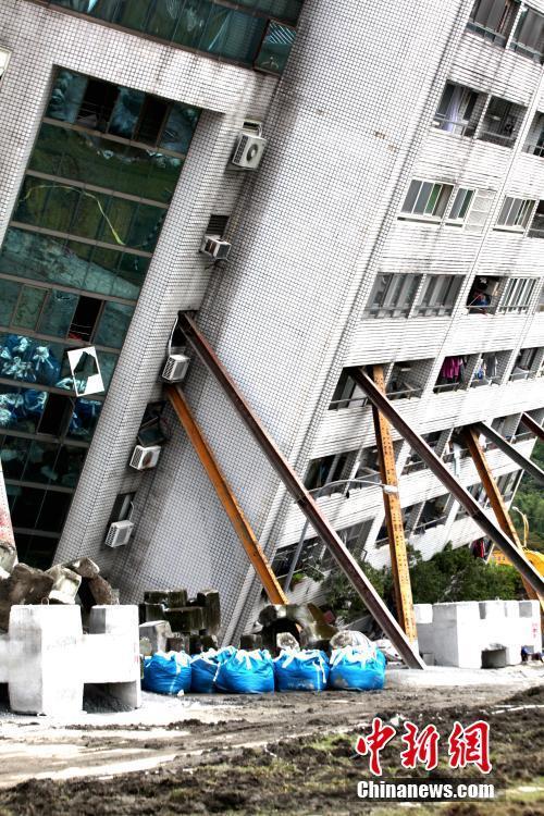 台湾花莲地震救援工作持续 聚焦云门翠堤大楼