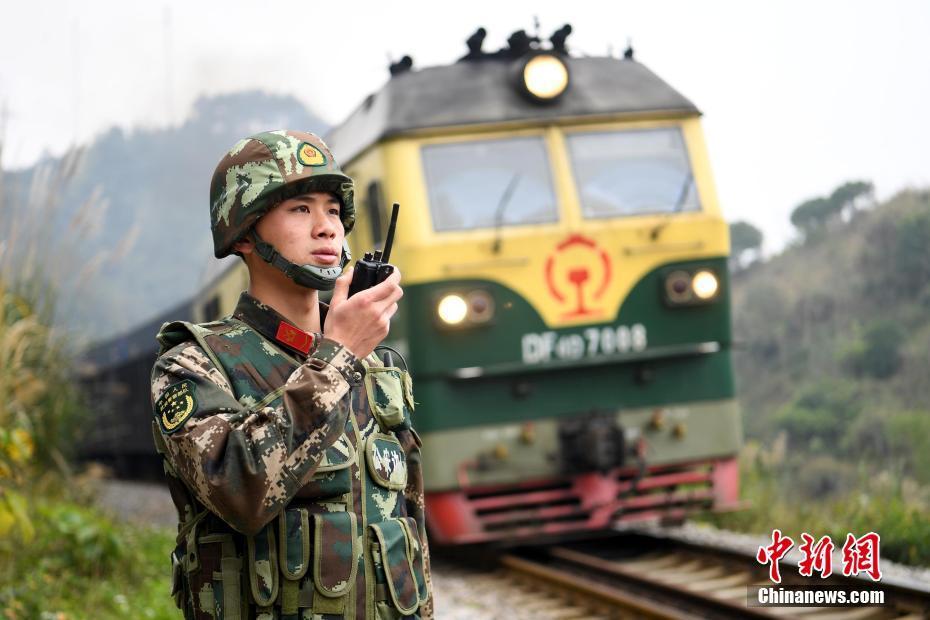 新春佳节临近 95后戍边训练守边疆