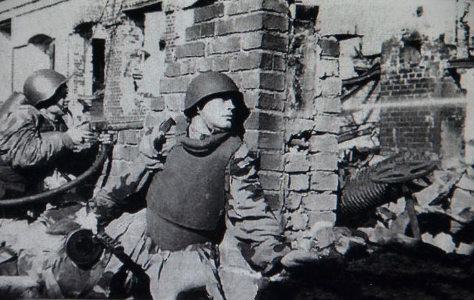 军迷重现斯大林格勒战役