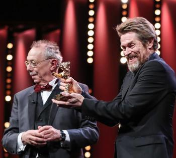 美国演员威廉·达福获柏林电影节终身成就奖