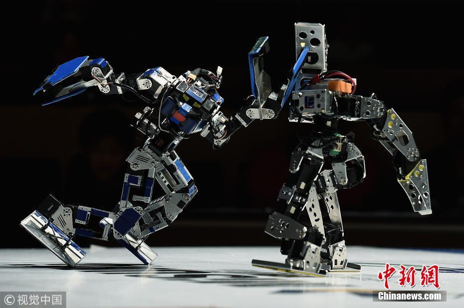 """日本机器人""""武林大会"""" 高手过招火药味十足"""