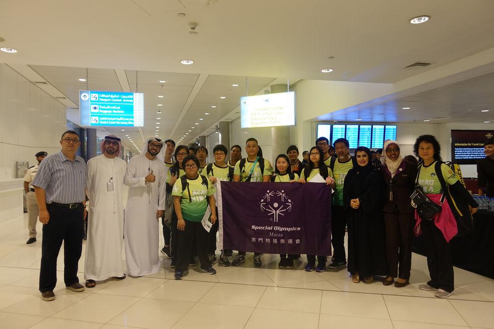 驻阿联酋使馆林亚多公参赴机场迎接澳门特奥代表团
