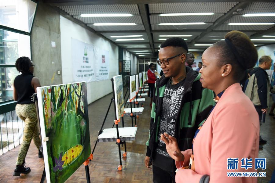 中国文明交换团肯尼亚举办画展和时装秀