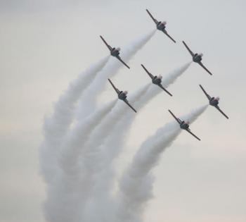 """柏林举行航展 西班牙空军表演""""空中芭蕾"""""""