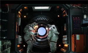 吴京穿航天服上太空