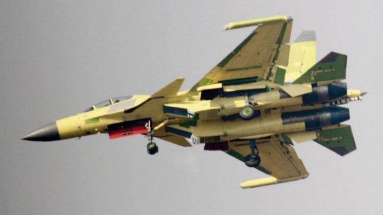 简氏:中国正试飞歼15电子战机