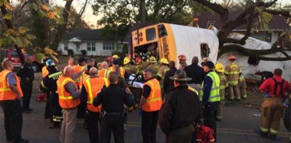 美国新泽西州一校车发生严重车祸 已致2死40余伤