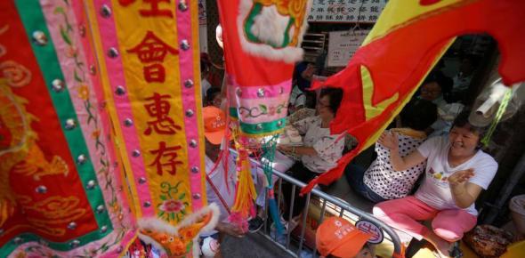 香港长洲太平清醮飘色巡游吸引数万民众
