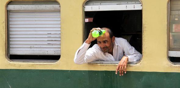 巴基斯坦卡拉奇遭遇高温天气 已造成至少65人死亡