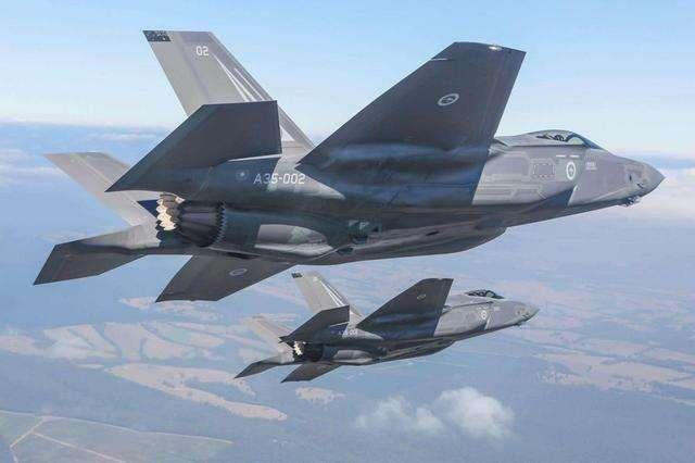 """""""全球最贵""""战机F-35实战首秀"""