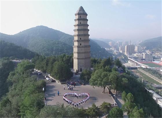 """香港青年代表赴延安""""寻找精神的力量"""""""
