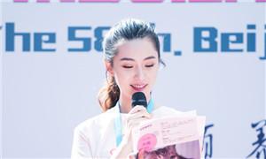 刘思辰出席领养日公益活动