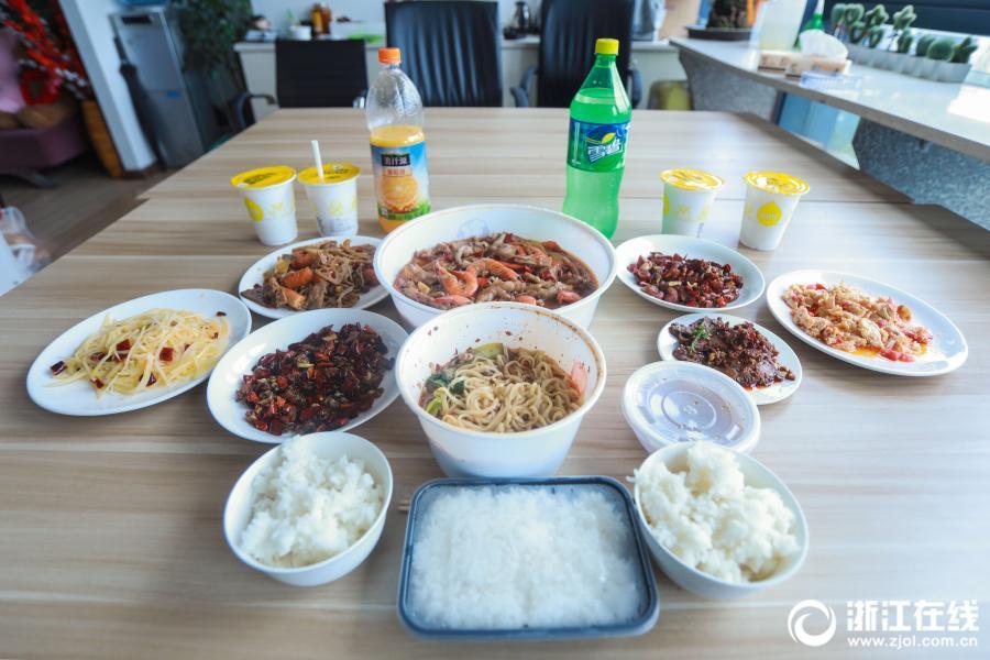 杭州美女大胃王一顿能吃8斤炒饭