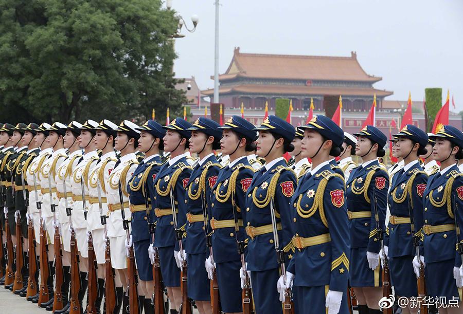 国事访问欢迎仪式改革 女兵方阵亮相