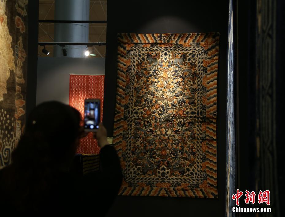 中国古毯首次亮相青海藏毯展