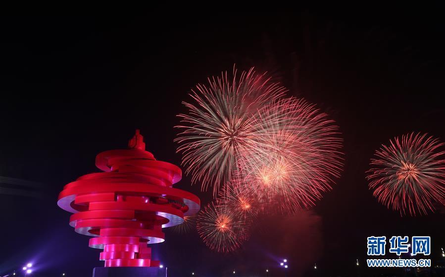 最美烟花来袭!上合青岛峰会灯光焰火艺术表演