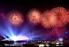 灯光焰火表演在青岛举行