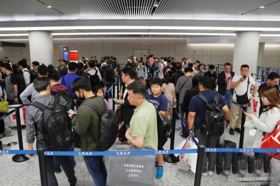 6月18日起中国公民出入境通关排队不超过30分钟
